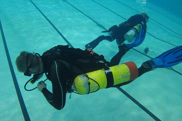 PADI sidemount pool training
